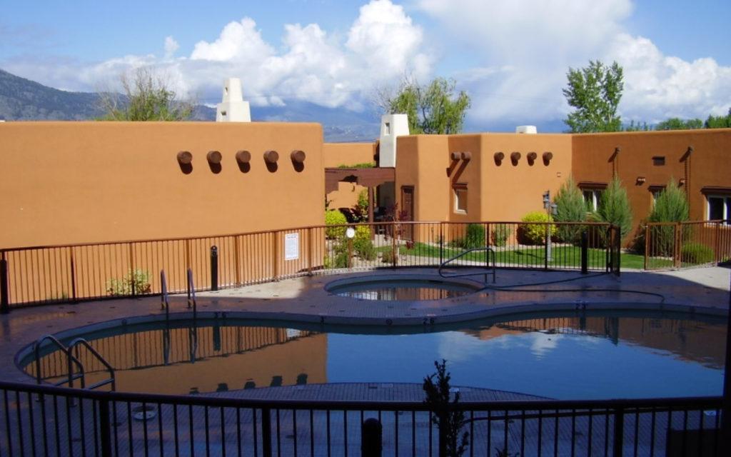 Lakeshore Villas Pool